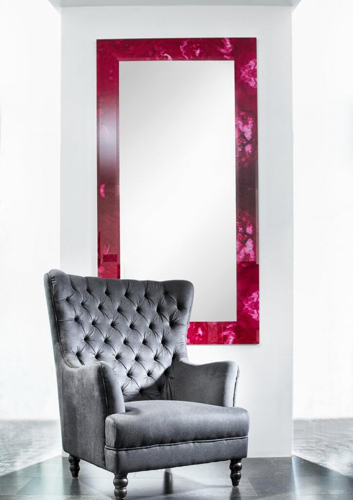 Showroom 7 - Mirror